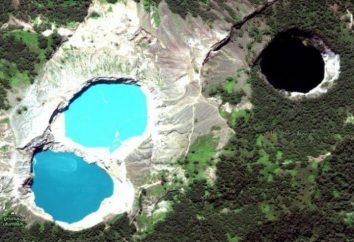 Monte Kelimutu in Indonesia può essere fiera del monumento naturale unico