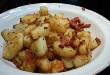 pommes de terre frites avec du bacon et les oignons dans une poêle à frire: photos de recette