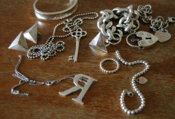 Das Silber kann zu Hause gereinigt werden: einige bewährte Methoden