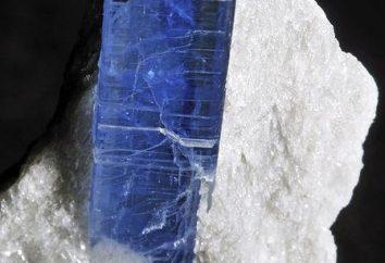 Qu'est-ce que cyanite? pierre cyanite: propriétés magiques