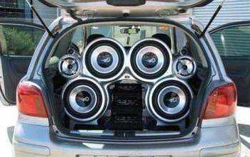 Bass in macchina dovrebbe essere adattano professionalmente