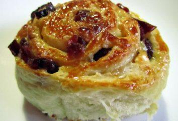Petits pains de pâte levée avec des raisins secs. Recette brioches aux raisins secs