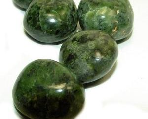 Jade: as propriedades da pedra, a origem eo efeito na saúde humana