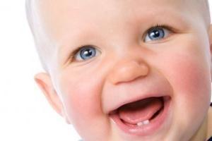 Lo que los padres deben prestar atención cuando el niño caiga dientes de leche
