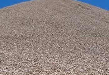 Mieszanina piasku i żwiru w krajobrazie terenu