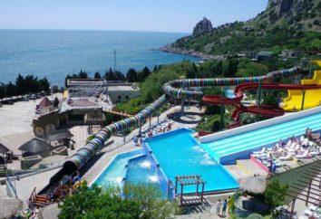 """""""Blue Bay"""" – um parque aquático em Yalta, que é popular entre os turistas"""