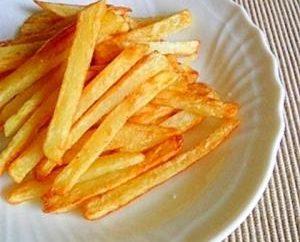 Wie die Pommes frites in der Pfanne kochen