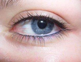 Tout ce que vous devez savoir sur les yeux de maquillage permanent: flèches sur les paupières