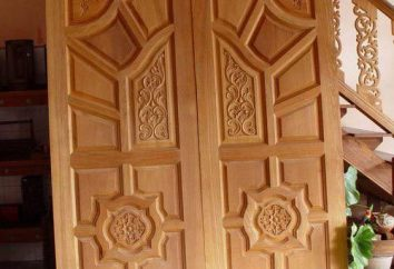 Portas feitas de madeira com a mão. Produção de porta de madeira: desenhos, fotos