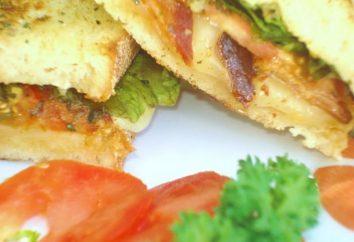 délicieux sandwiches sur la table de vacances: des recettes simples