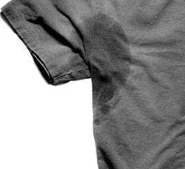 punta de limpieza: cómo obtener las manchas amarillas en las axilas