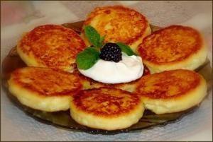 Comment faire cuire les gâteaux au fromage de fromage cottage dans la poêle? différentes recettes