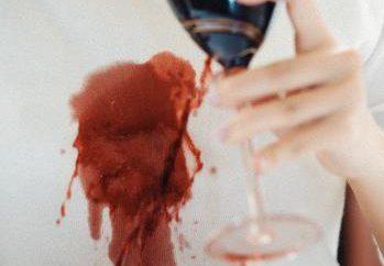 Comment laver le vin rouge? Des moyens efficaces pour résoudre le problème