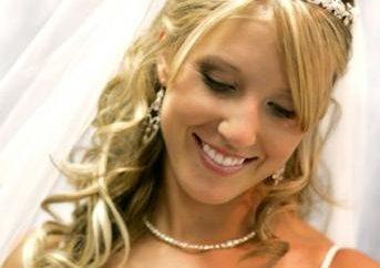 Sélectionnez une image: coiffure avec une frange pour le mariage