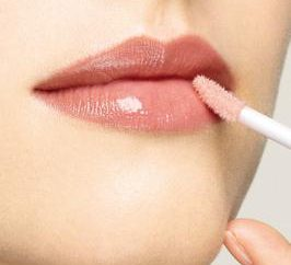 Wunder von Make-up. Wie macht man die Lippen und die Augen attraktiver?