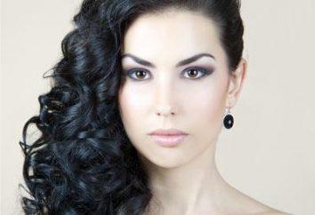 coiffures sophistiquées et féminines sur un côté