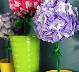 Piękne ozdoby z poręcznego materiału: topiary z serwetki