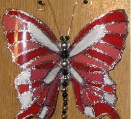 Como hacer una mariposa de una botella plástica: instrucciones