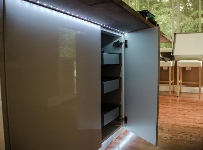 led streifen in der k che hintergrundbeleuchtung led streifen in der k che. Black Bedroom Furniture Sets. Home Design Ideas