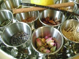 Come fare il profumo a casa – tre ricette semplici