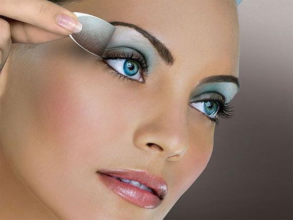 Prawo Makijaż Dla Niebieskich I Zielonych Oczach