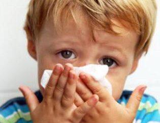 Puis-je baigner le bébé avec un rhume? Avis des médecins et des conseils