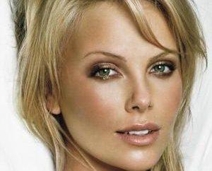 Makijaż dla blondynki z niebieskimi i zielonymi oczami. Paleta kolorów