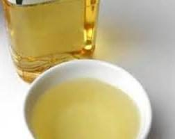 L'huile d'abricot pour les cheveux: l'application et l'effet
