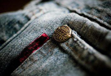 Patrón de la mochila de los pantalones vaqueros con las manos. Cosa bolsa de viejos pantalones vaqueros para niños