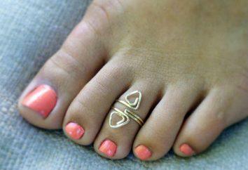 Ringe auf der Zehe. Gold und Silber Ringe auf den Zehen