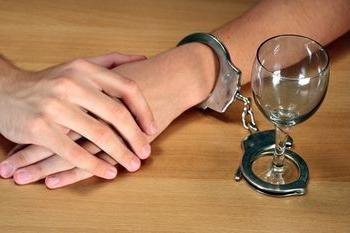 Trattamento dell'alcolismo senza la conoscenza del paziente. Vale la pena