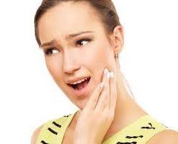 Comment supprimer rapidement et efficacement un mal de dents à la maison?