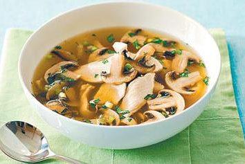 Zuppa ai funghi e pollo: la ricetta con una foto