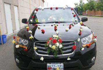 Die ursprüngliche Dekoration auf Hochzeitsautos mit ihren Händen