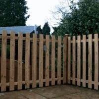 Como construir uma cerca de madeira com as mãos