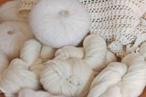 Małe prezenty własnymi rękami – Snowman wykonane z nici