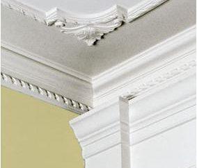 socle de plafond: fixer leurs propres mains