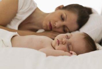 Il bambino ha il giorno e la notte mista, che i genitori fanno?