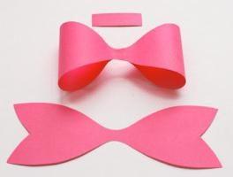 Wie man einen Bogen macht Papier für die Dekoration Geschenk gemacht