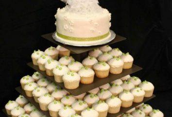 gâteau de mariage belle et élégante avec des petits gâteaux