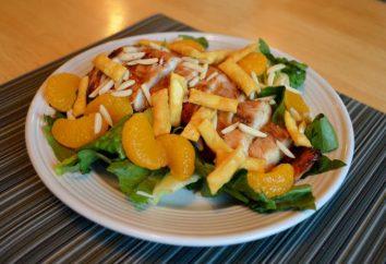 Ensalada con mandarinas. Ensalada de fruta de manzanas y mandarina. Ensalada con mandarinas y queso