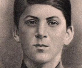 sobrenome verdadeiro de Stalin – Djugashvili