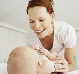 mães jovens: Como coletar urina em recém-nascidos