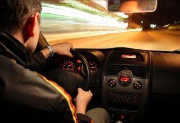 Jak prowadzić samochód z manualną skrzynią biegów? Wskazówki dla początkujących