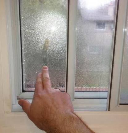 Condensación en ventanas de plástico. Causas del aspecto