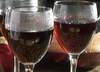 Wir machen Wein aus Hawthorn: von den Früchten und Blüten von