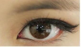 Comment dessiner des flèches sur les yeux et un crayon eye-liner