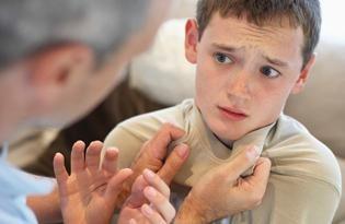 Violence envers les enfants: les types, les causes, la prévention
