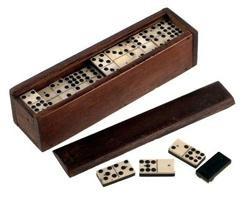 Comment jouer correctement le jeu de dominos? Comment jouer aux dominos avec l'ordinateur? Les règles du jeu de dominos