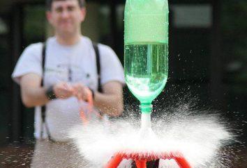 Wasser aus einer Plastikflasche Raketenfallschirm